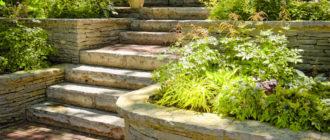 Садовая лестница из каменных плит